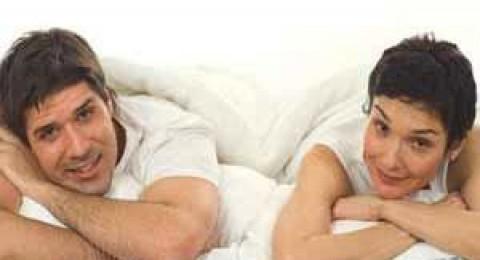 دراسة: نوم الأزواج على سرير منفصل صحي أكثر