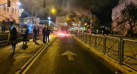 عشرات المصابين والمعتقلين في القدس .. استمرار المواجهات والاعتداءات طوال الليل