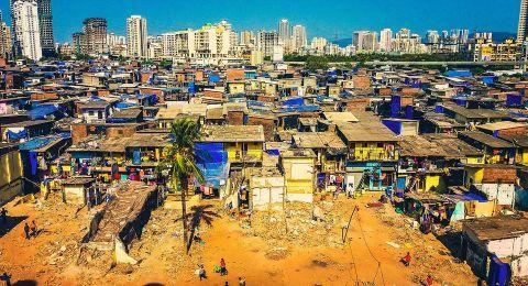 قتلى وجرحى بانهيار مبنى سكني في مومباي الهندية نتيجة هطول الأمطار