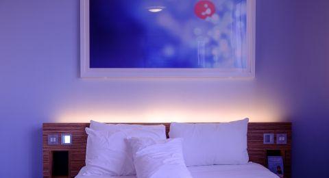 ألوان الديكور: الليلكي في غرف النوم