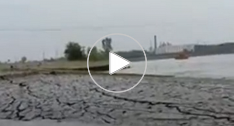 ظهور أرض بشكل مفاجئ في الهند (فيديو)