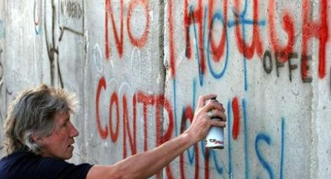 المغني ووترز يدعو الموسيقيين إلى مقاطعة إسرائيل