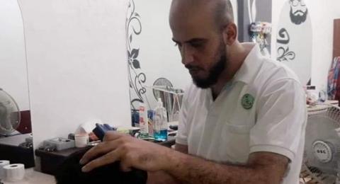 بادرة جميلة في غزة .. صالونات حلاقة تقص شعر طلبة المدارس مجانا