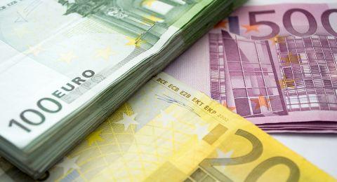 العملات.. استقرار في أسعار الدولار والدينار