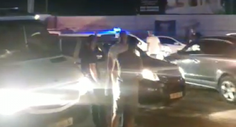 باقة الغربية: أمام قاعة أفراح .. إطلاق نار ودهس وطعن وإصابة شابين
