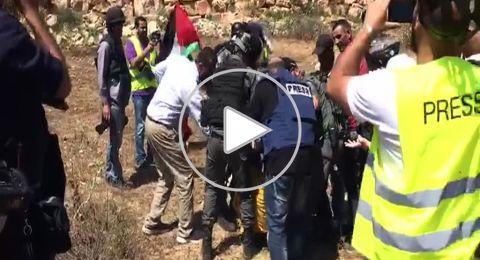الاحتلال يقمع وقفة تضامنية مع الأسرى قرب سجن