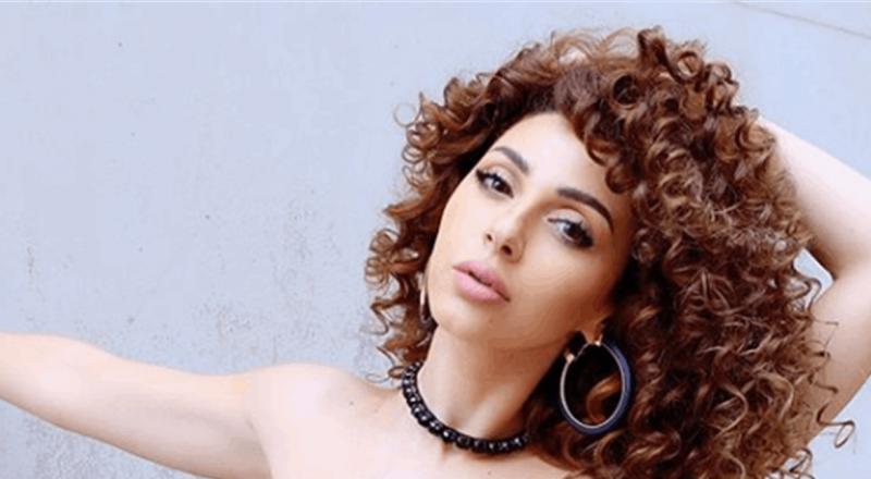 فيديو أحدث ضجة على مواقع التواصل.. ميريام فارس تغني بالمايوه!