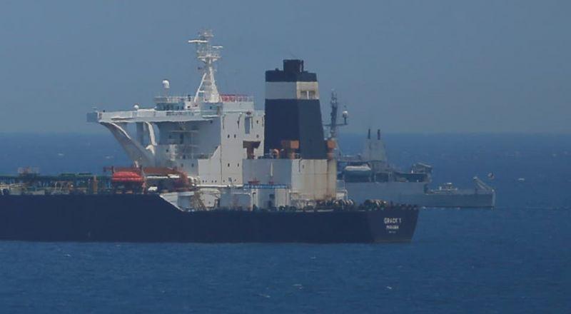 إيران تتحدى... ناقلة النفط الموجودة في مياه المتوسط تحت رعاية الحرس الثوري
