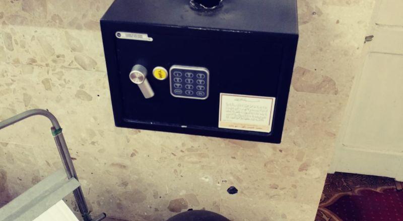عكا: لصوص يقتحمون صندوق الصدقات في مسجد الميناء ويسرقون محتوياته