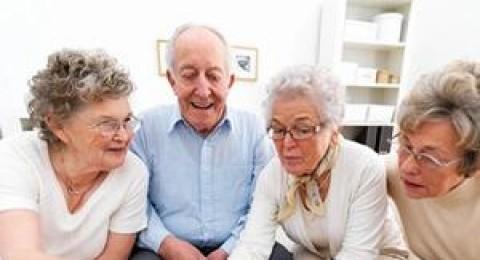 هل تؤثر العلاقات الاجتماعية إيجابيا على صحة كبار السن؟