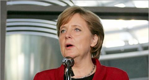 خبير ألمانى: أنجيلا ميركل ترفض إقامة دولة فلسطين