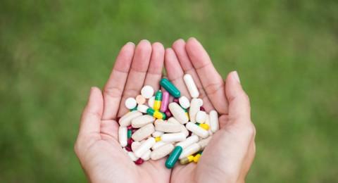 تحذير لمرضى السرطان من تناول الفيتامينات