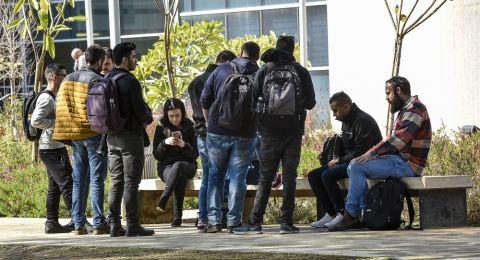 الجامعيون العرب يواجهون المخاوف والأضرار من الكورونا أضعاف نظرائهم اليهود
