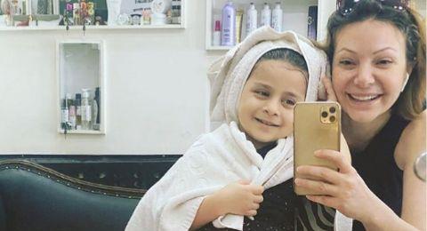 ابنة نادين تحسين بك تجذب الاهتمام بجمالها