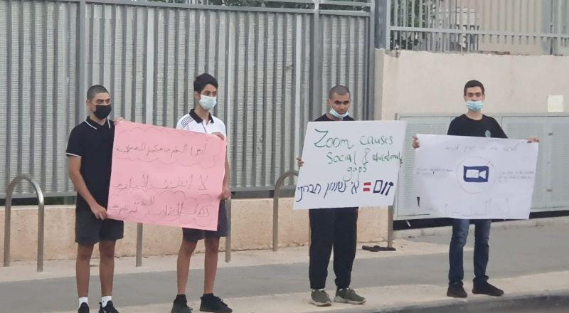 طلاب مدرسة يافا المستقبل يطالبون بالعودة إلى مقاعدهم الدراسية