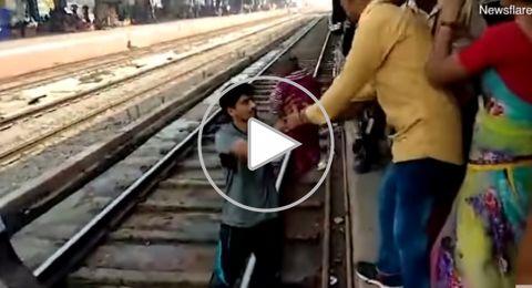 معجزة حقيقية..انتشال رضيعة مر القطار فوقها!