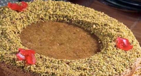مع فنجان القهوة: كعكة السميد مع الفستق الحلبي