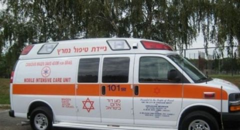 إصابة خطيرة لعامل اثر سقوطه عن شاحنة في مركز البلاد