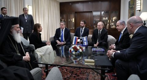 الرئيس بوتين يساند البطريرك ثيوفيلوس ويطالب بعدم المساس بعقارات الكنيسة بباب الخليل