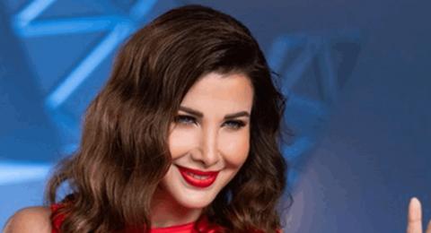 بالأحمر: نانسي عجرم ترفع علامة النصر.. ما الرسائل التي أرادت إيصالها؟