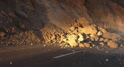 انهيار صخري من الجبل واغلاق شارع 31