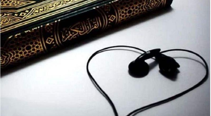 فتوى: لا يجوز سماع القرآن أثناء العمل