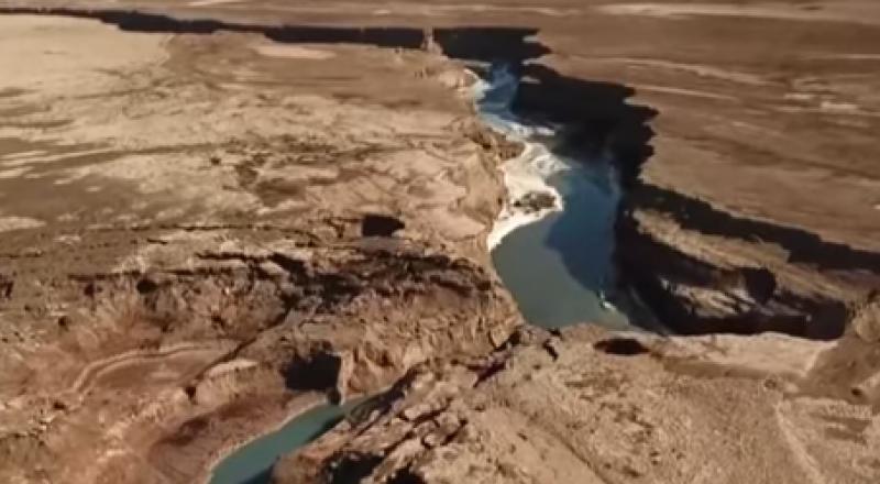 الكشف عن نهر سرّي بطول 10 كلم قرب البحر الميت..