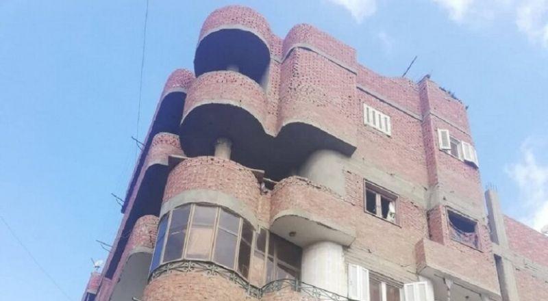 جريمة بشعة تهز مصر.. أم تلقي طفلتيها من الشرفة واحدة تلو الأخرى