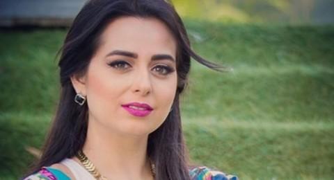 هبة مجدي تخطف الانظار بفستانها على رغم حملها