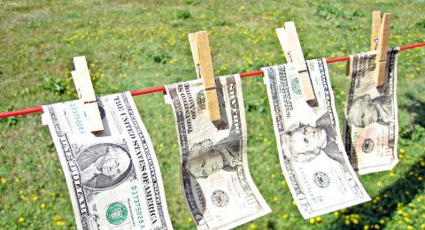كورونا يطارد أموالنا فكيف نعقمها؟