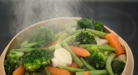 لضبط الوزن أثناء العزل.. جربوا الطبخ بالبخار