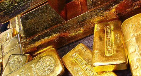أسعار الذهب تقفز بعد انهيار النفط الأميركي