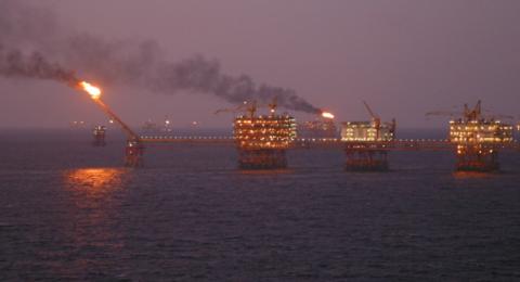 النفط يصعد بعد تراجع تاريخي