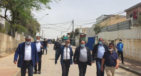 لجنة مكافحة العنف برئاسة د. منصور عباس تنعقد في رهط وتقوم بجولة ميدانية في حي التقوى