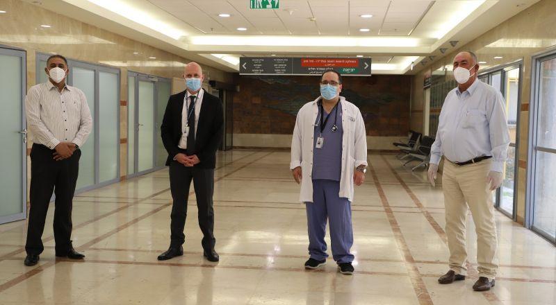 الحاج ابراهيم ابوفول يتبرع بجهاز تنفس صناعي لمستشفى هلل يافة الخضيرة