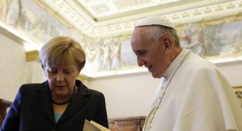 بابا الفاتيكان يستقبل أنجيلا ميركل لبحث اضطهاد المسيحيين في العالم