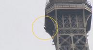 إخلاء برج إيفل في باريس بعد تسلق رجل للمزار الشهير