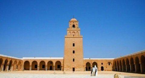 تونس.. عزل مؤذن تسبب بإفطار الصائمين قبل موعد الإفطار