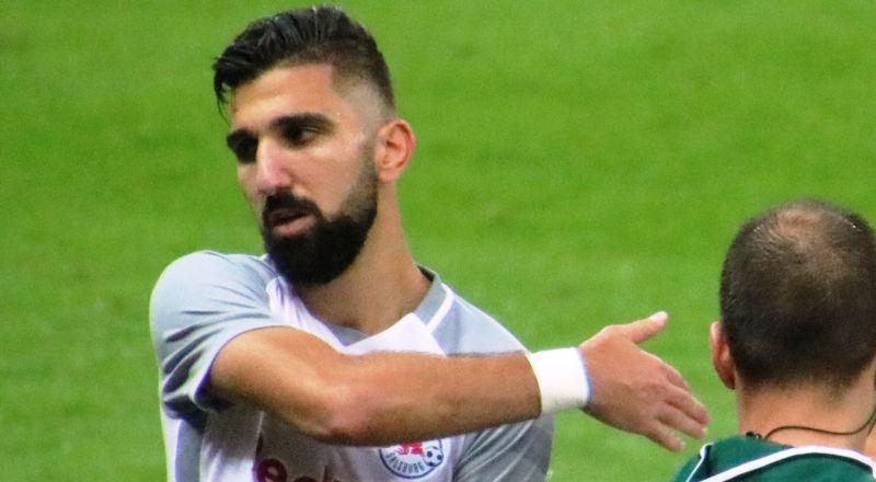 ضجة حول مؤنس دبور .. سيغيب عن مبارتي المنتخب الإسرائيلي بسبب زفافه، واتحاد كرة القدم يهدد بإيقافه!