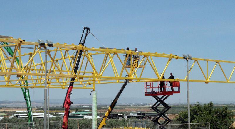 تركيب سقف وتطوير ملعب المدرسة الابتدائية في المقيبلة .. التطوير مستمر