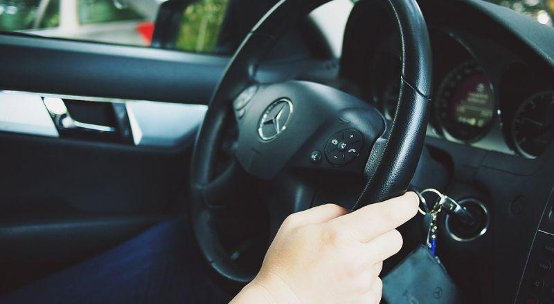 القدس: جاء لمحاكمته بسبب القيادة بلا رخصة وهو يقود بلا رخصة!