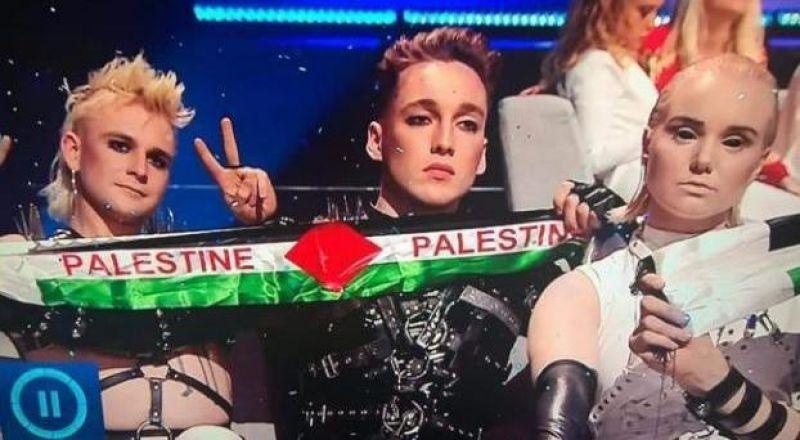 """شاهد كيف استقبل الجمهور الاسرائيلي رفع علم فلسطين في في نهائي """"يوروفيجن"""""""