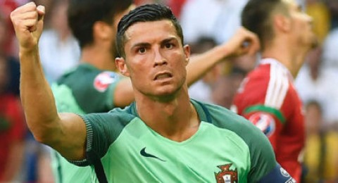 """رونالدو يرفض أسئلة الصحفيين في مؤتمر """"رجل المباراة"""""""