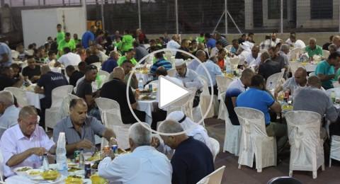 طوبا الزنغرية : مائدة افطار تجمع اهالي القرية وسط اجواء من المحبة
