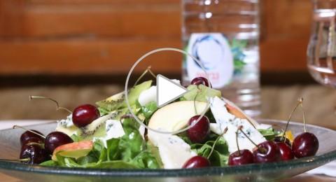 مطعم تشرين: سلطة الجرجير بالفواكة والتمر