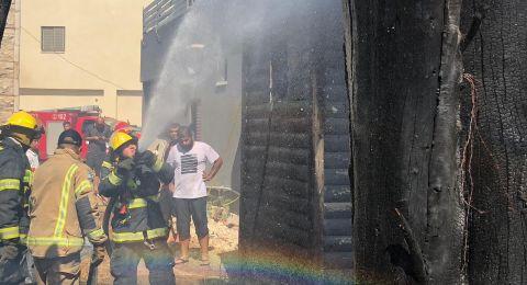 اللد: اندلاع حريق في خردة واشجار بين منازل سكنية