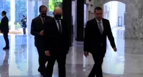 مسؤول لبناني يكتشف إصابته بكوفيد-19 خلال غداء مع وزير خارجية فرنسا