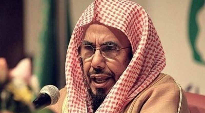 الشيخ يجوز للمرأة أن تتولى ذبح أضحيتها ليلاً أو نهاراً.. وعلى المطلقة أضحية في هذه الحالة