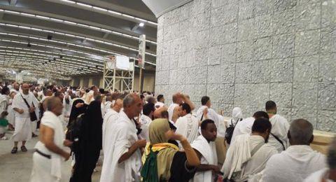 ضيوف الرحمن يرمون الجمرات بأول أيام التشريق