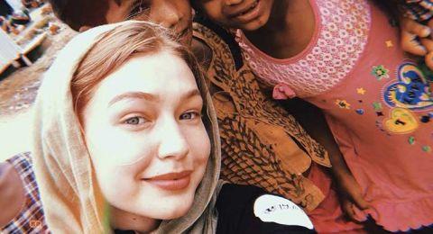 جيجي حديد بالحجاب في في مخيم الروهينغا في بنغلاديش